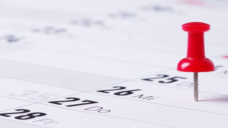 Symbolbild Veranstaltungskalender Forschungsnetzwerke Energie: Reißzwecke markiert Termin im Kalender
